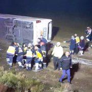 otobüs devrildi 1 ölü 37 yaralı