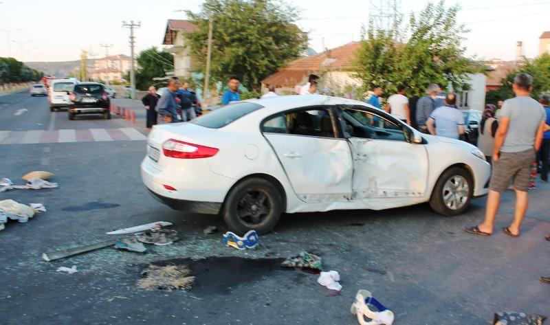 Otomobilin çarptığı motosikletin sürücüsü öldü 1 yaralı