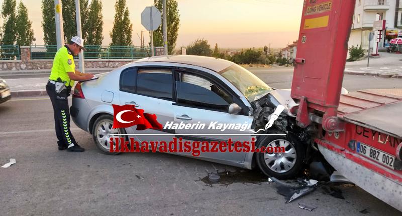 Aksaray'da TIR'a arkadan çarptı 4 kişi yaralandı.