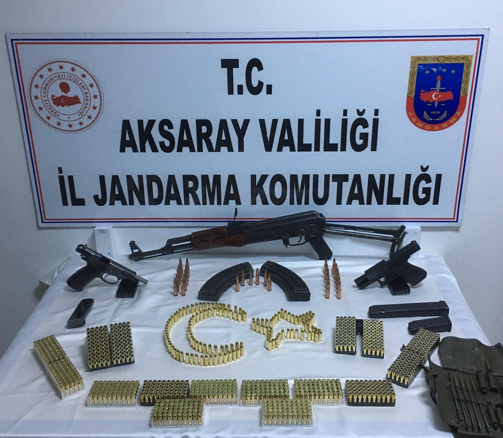 Jandarma düğünde silah topladı