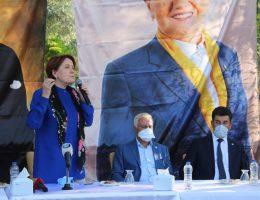 Akşener Aksaray'da Esnaf ile Dertleşti