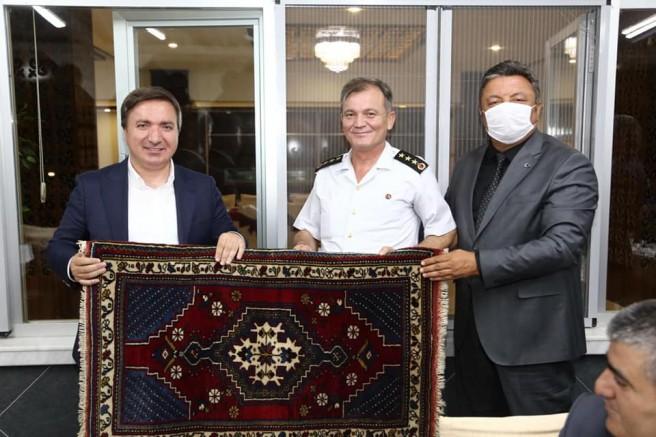Vali Yardımcısı Hakkı Loğoğlu ile Albay Fuat Anık'a veda