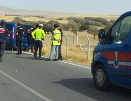Aksaray'da otomobil şarampole devrildi 2 yaralı