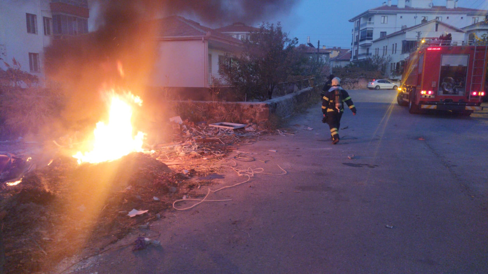 Çöp Konteynerini yaktılar
