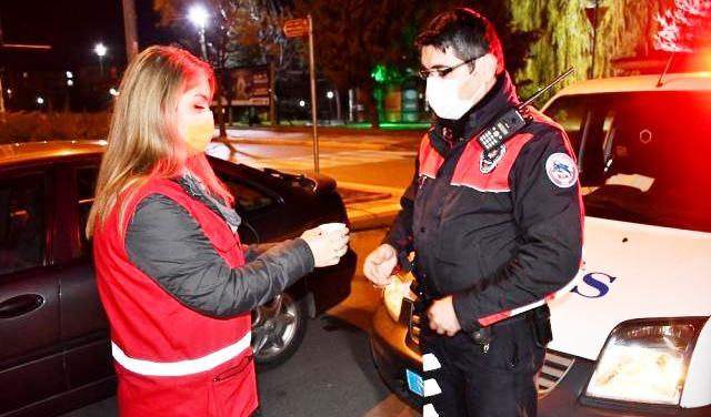 Aksaray Kızılay'dan Polise Çay ikramı