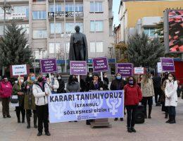 Kadınlar İstanbul Sözleşmesinden Çıkma kararını Protesto etti