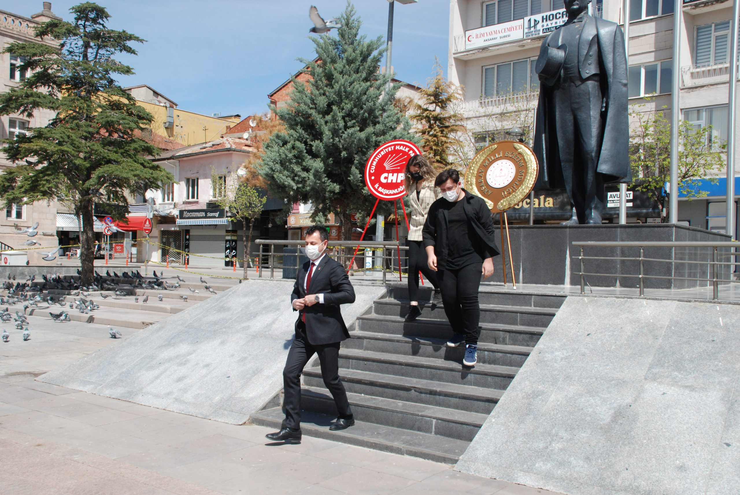 CHP Atatürk anıtına Çelenk Bıraktı
