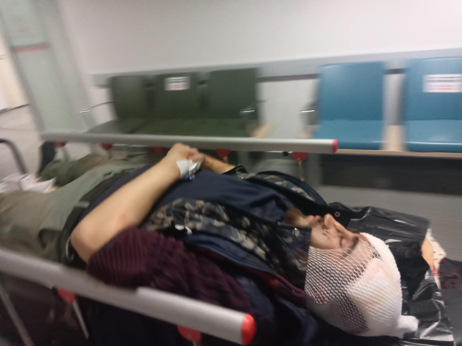 Motosikletten düşen sürücü feci yaralandı
