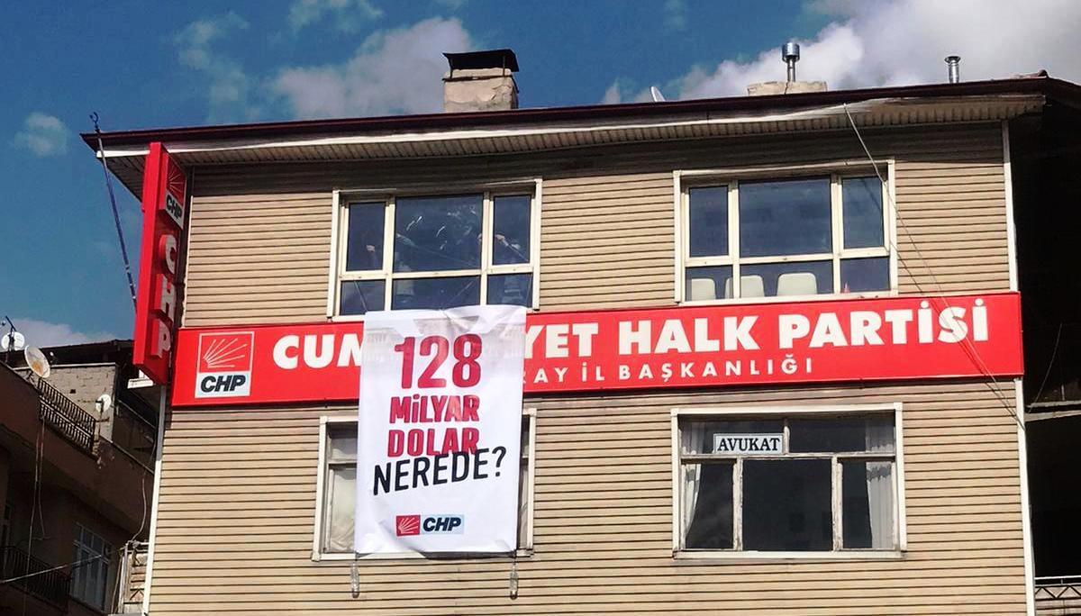 Aksaray CHP il başkanlığına asılan pankart indirildi