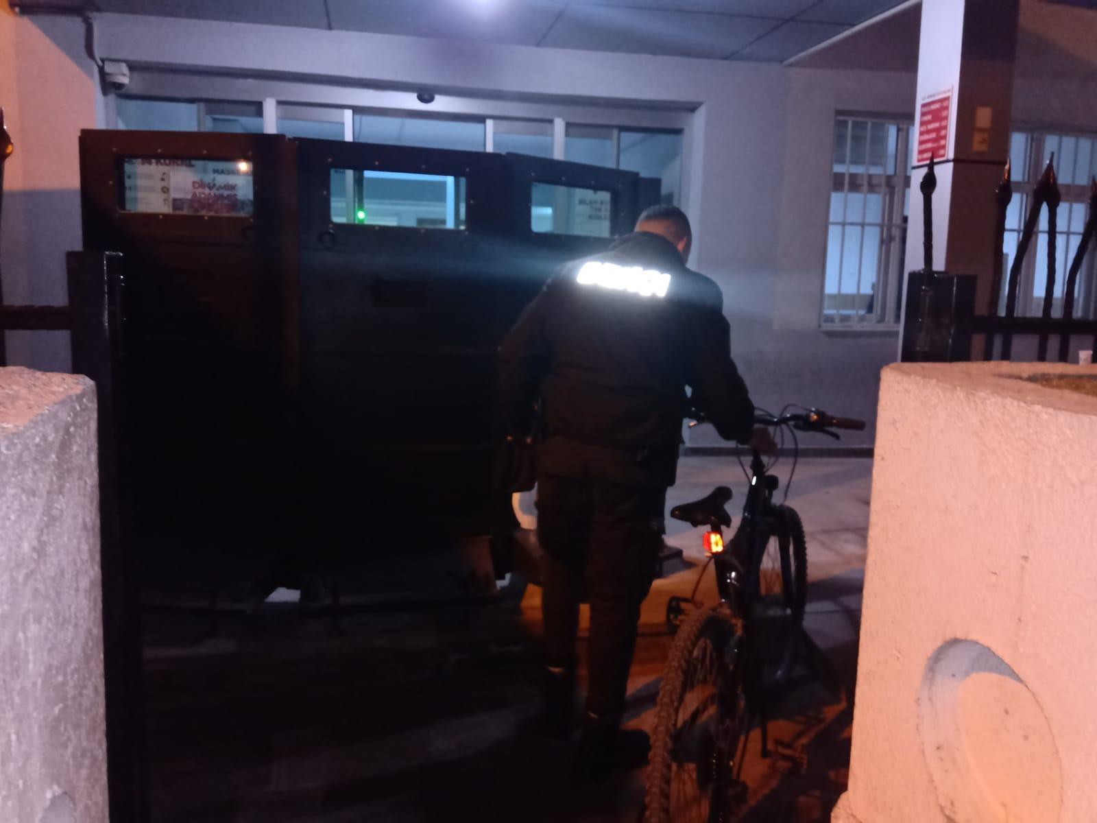 Gece Kartalları sahipsiz bisikleti karakola teslim etti