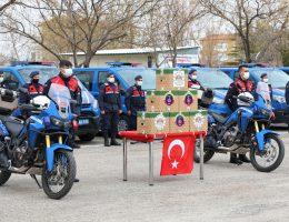 Jandarma ihtiyaç sahiplerini unutmadı