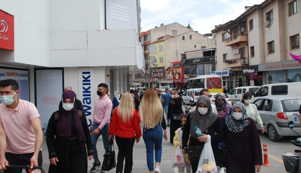 Aksaray'da Tam kapanma öncesi vatandaş sokağa döküldü