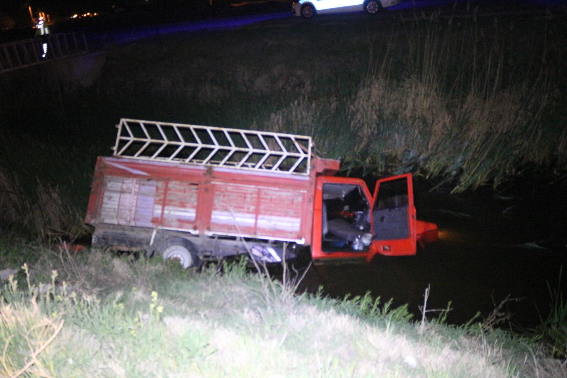 Alkollü Ehliyetsiz sürücü sulama kanalına uçtu