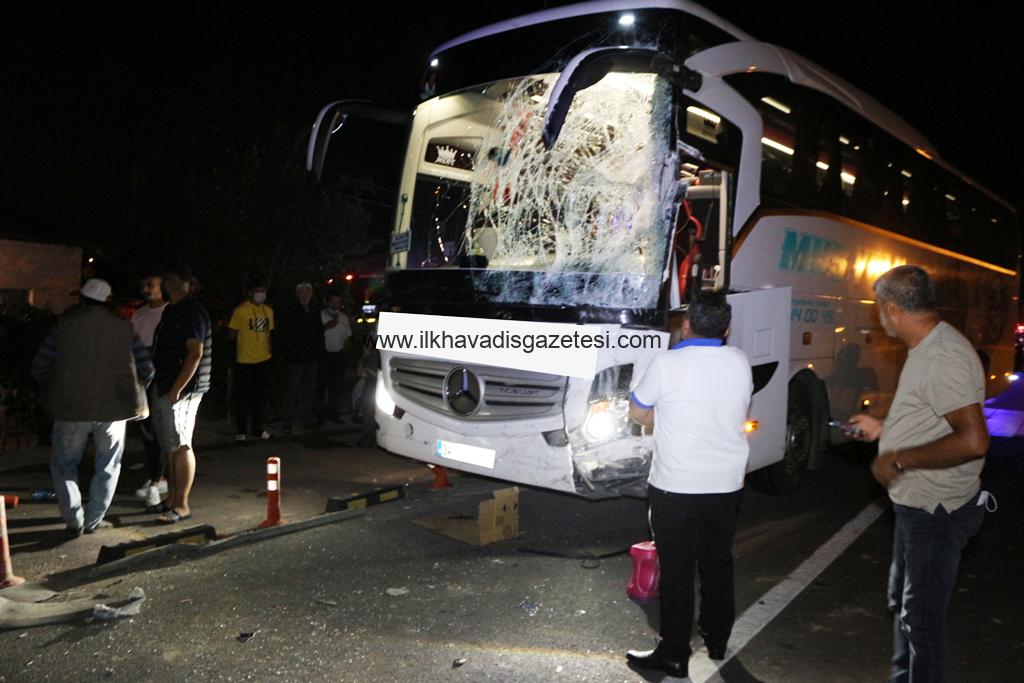 Otobüs Minibüse çarptı 12 yaralı